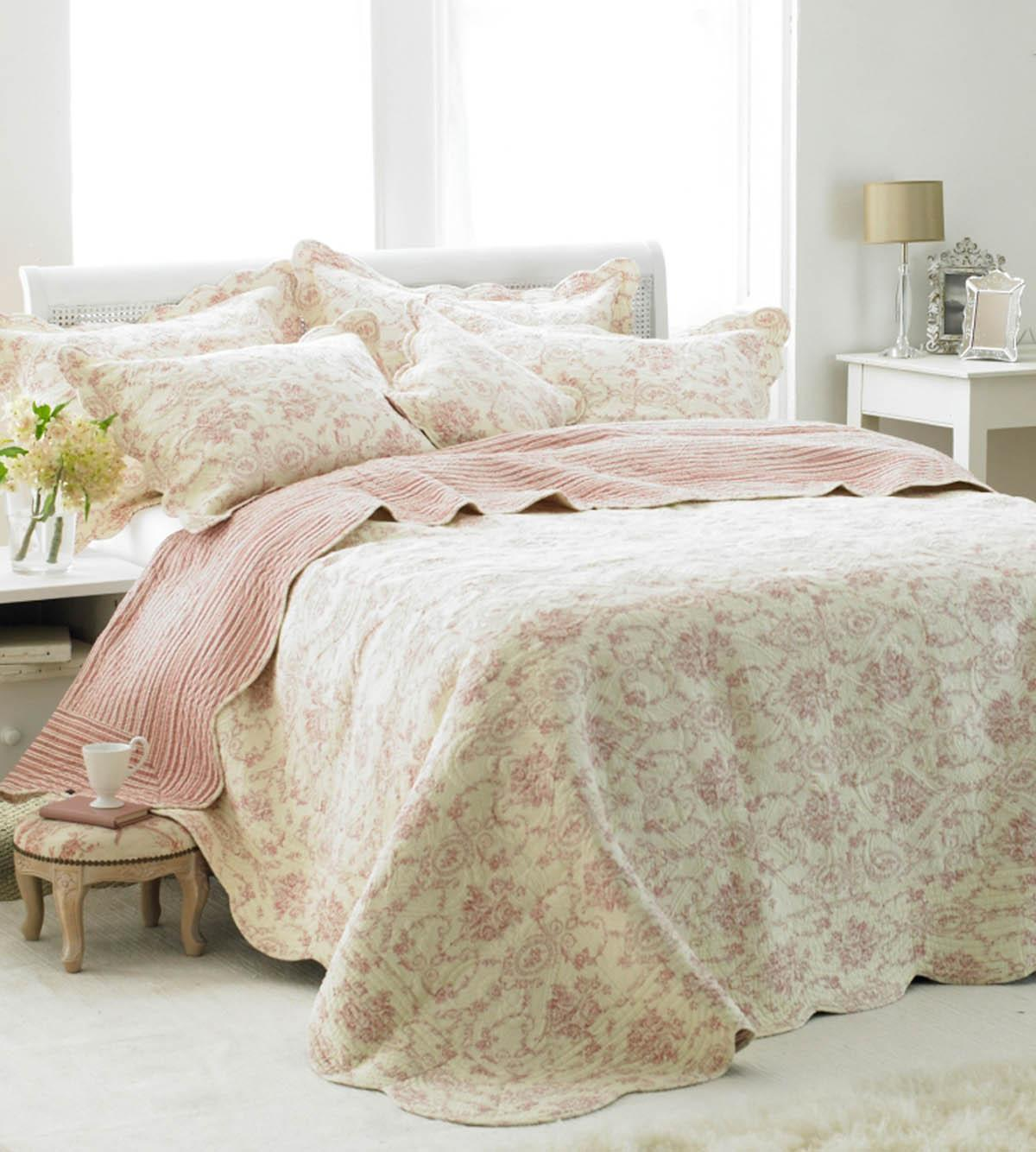 Rose Etoille Quilted Bedspread